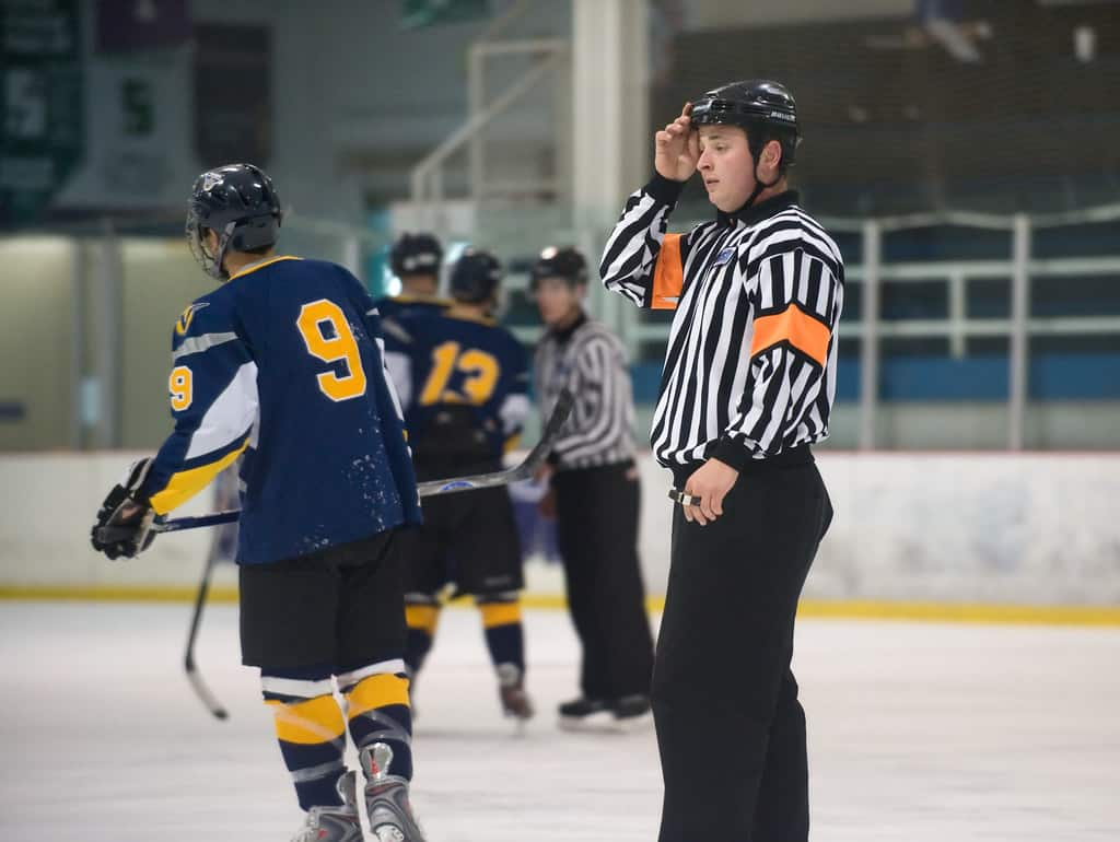 hockey referee pay