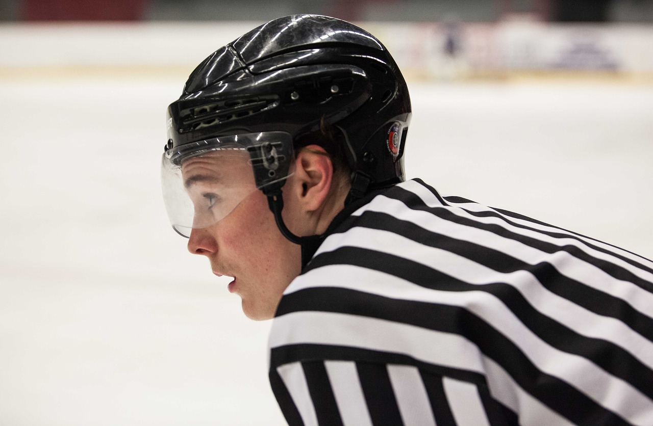 Can Hockey Referees Wear Gloves?