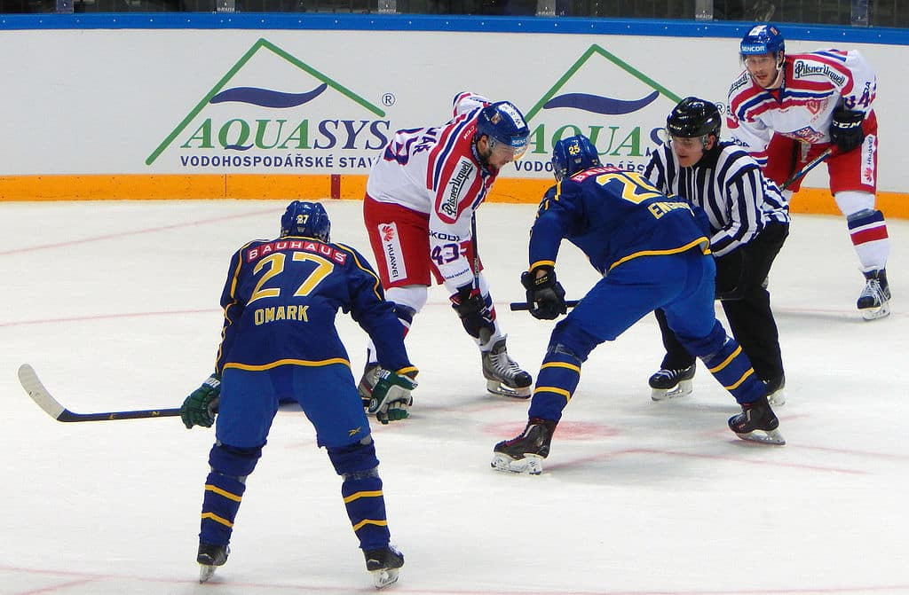 hockey player faceoff